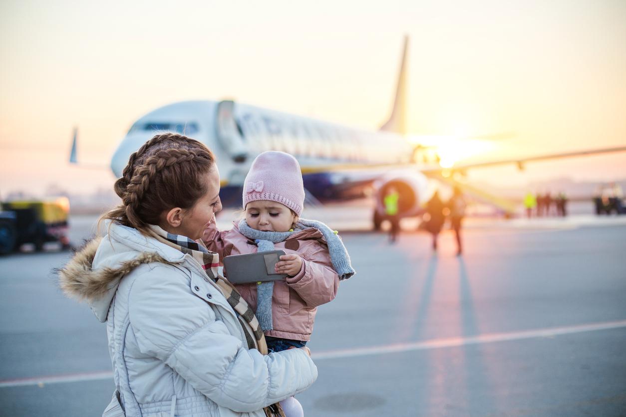 Coronavirus : une famille débarquée d'un avion pour un bébé enrhumé