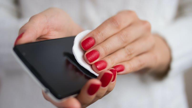 Coronavirus : comment nettoyer son smartphone et sa tablette ?