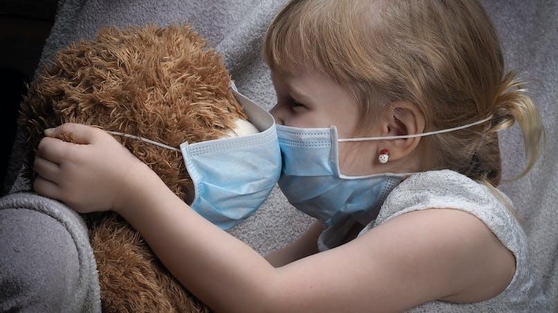 Coronavirus : mère d'une fillette malade du cancer, elle supplie les gens d'arrêter d'acheter des masques
