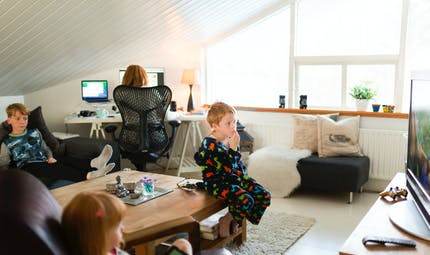 Des programmes éducatifs sur France TV et autres dispositifs pour occuper les enfants
