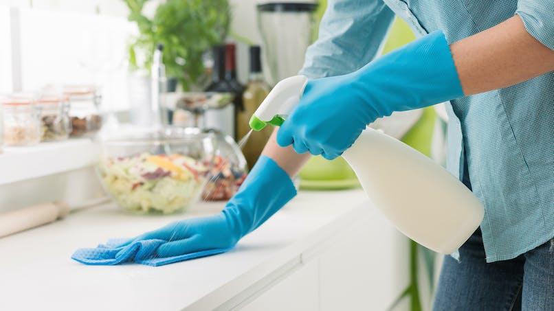 Coronavirus : sur quelles surfaces reste-t-il le plus longtemps ?