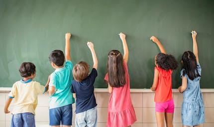 Coronavirus : le calendrier scolaire bouleversé, les vacances d'été raccourcies ?