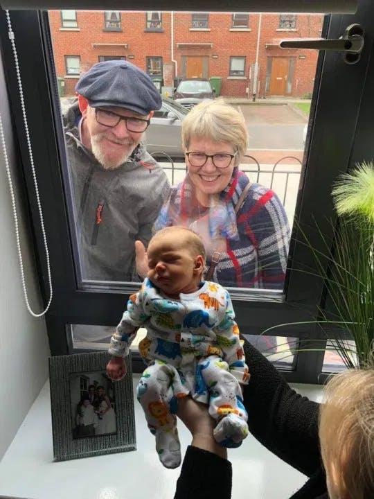 grand parents bébé confinement