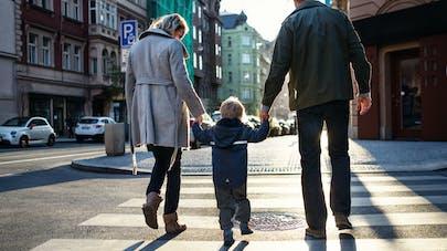 famille dans la rue