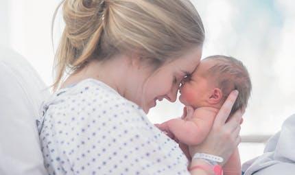 Coronavirus : la lettre émouvante d'une jeune maman aux soignants qui l'ont aidée à accoucher