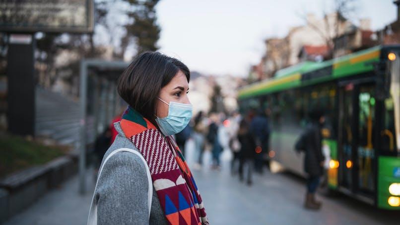 Pandémie : l'Académie de Médecine recommande le port du masque, voici comment en faire un