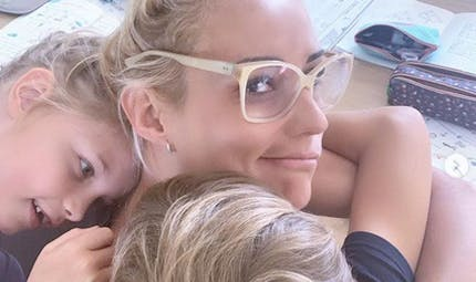Elodie Gossuin confinée avec ses 4 enfants : sa journée-type intense
