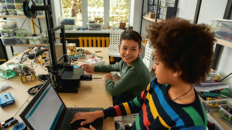 Confinement : des ordinateurs prêtés aux familles modestes pour faire l'école à la maison