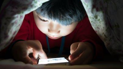 enfant et tablette