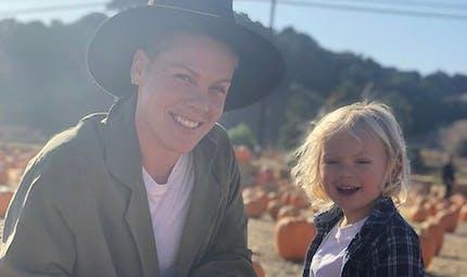 """Pink et son fils contaminés au coronavirus : retour sur son """"expérience éprouvante"""""""