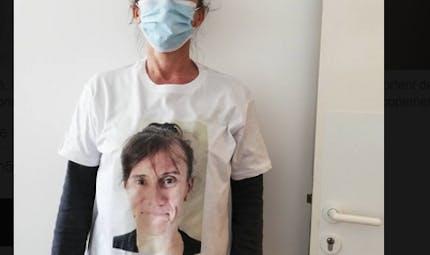 Masques à l'école : des éducateurs impriment leur visage sur leur T-shirt pour être reconnus par les enfants