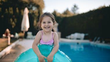 Un enfant de 3 ans dans le coma après une chute dans la piscine familiale