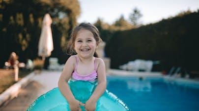 enfant et piscine