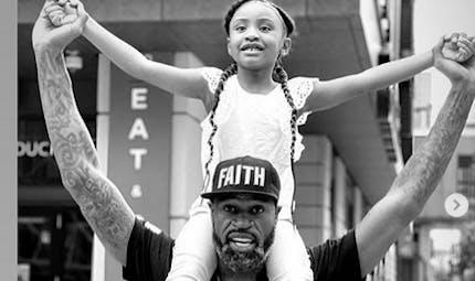 """A 6 ans, la fille de George Floyd émeut les internautes : """"Papa a changé le monde"""""""