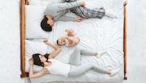 Cododo : une jeune maman témoigne du danger de dormir avec son bébé après avoir perdu le sien