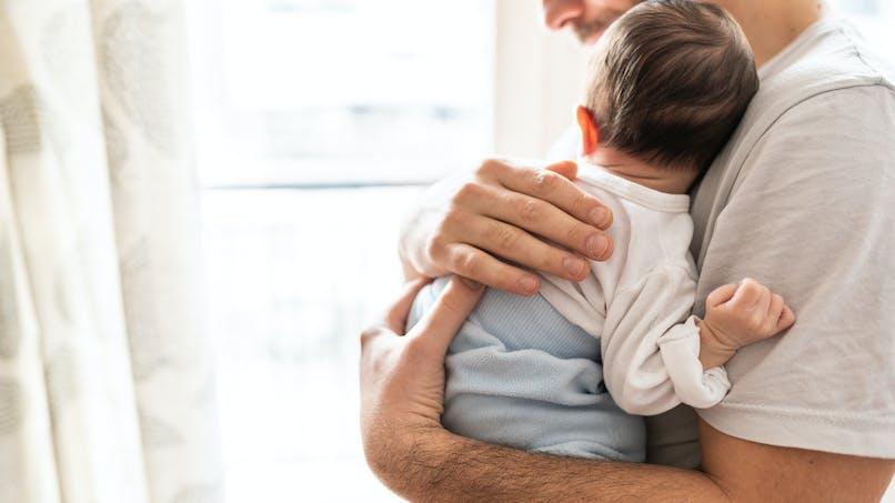 Bébés: des scientifiques dévoilent le secret du câlin parfait