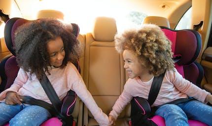 Enfants en voiture : Volvo propose un tee-shirt pour sensibiliser au port de la ceinture de sécurité