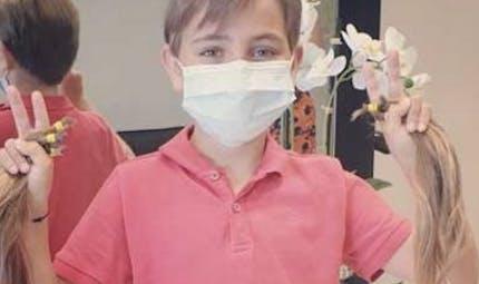 B.A. : un garçon de 7 ans se laisse pousser les cheveux pour fabriquer des perruques pour les enfants malades