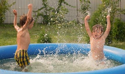 Un enfant se noie dans la piscine familiale pendant que ses parents rangeaient les courses