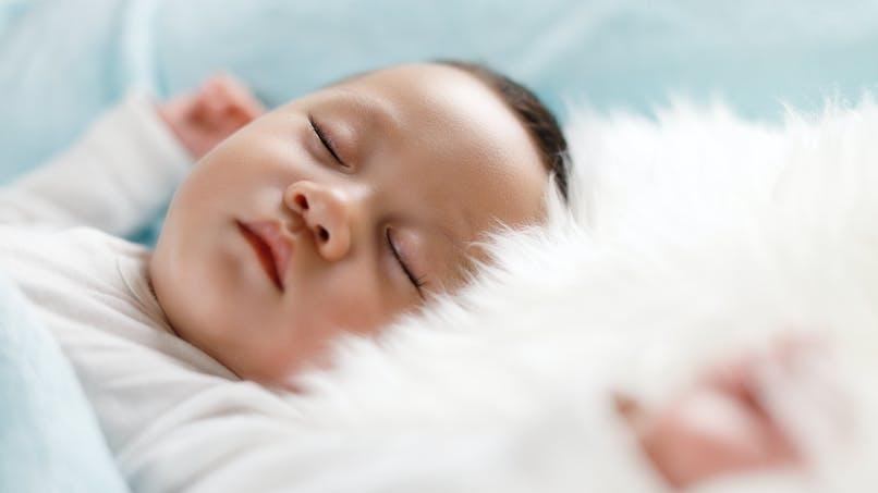 Les meilleures astuces des stars pour endormir bébé