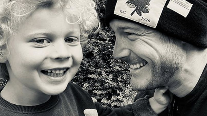 Autisme : Tom Hopper se confie sur son fils pour aider les autres parents