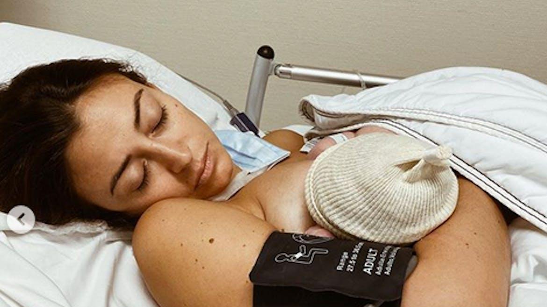 Rachel Legrain-Trapani partage une photo intime de son accouchement