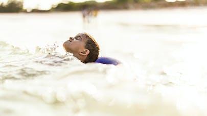 enfant en mer