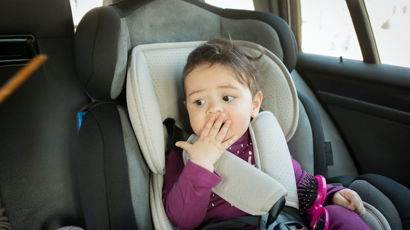 Vaucluse : un bébé de 16 mois chute en siège-auto de la voiture en marche et s'en sort indemne