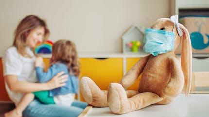 Covid-19 : des pros de la petite enfance réclament un masque transparent en crèche