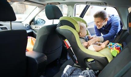 Tesla développe un dispositif d'alerte pour enrayer le drame des enfants oubliés dans la voiture
