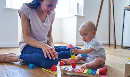 Nommer un objet avec précision joue dans le processus de mémorisation du bébé