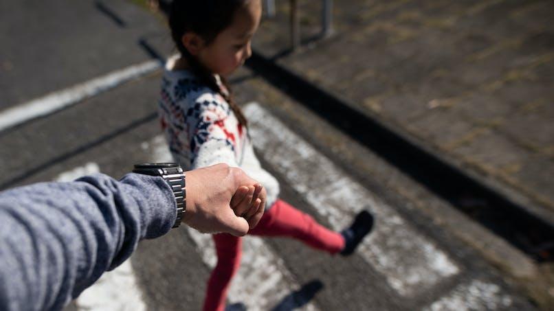 Enfants : traverser la route sur un passage piétons, ça s'apprend