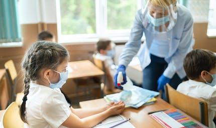 Covid-19 : que se passe-t-il si un cas est détecté dans l'école de mon enfant ?