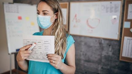 Ecole : une enseignante livre une astuce pour porter son masque sans gêne