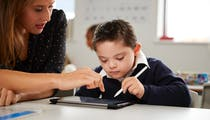 Dyspraxie: pourquoi les enfants atteints peuvent présenter des difficultés en maths