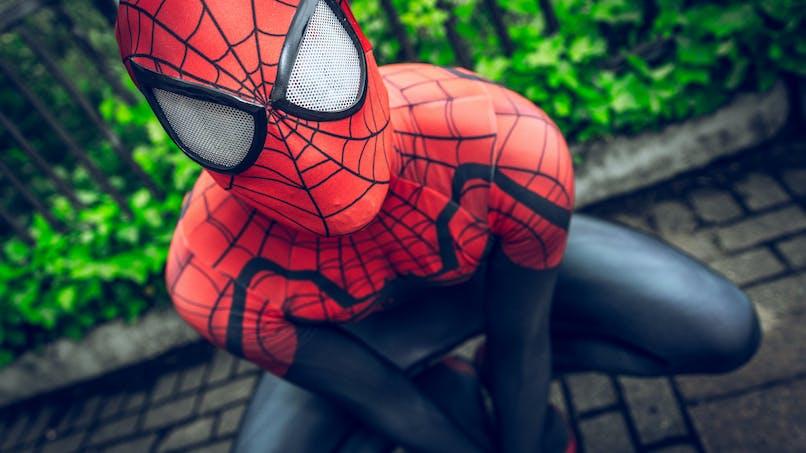 Insolite : à 7 ans, ce petit garçon grimpe aux murs comme Spider-Man