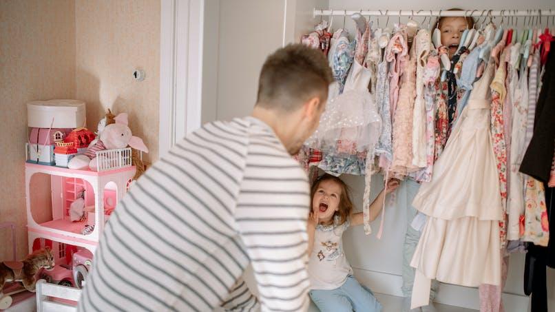 Craquant : un papa dévoile l'hilarante cachette de sa fille lors d'un cache-cache