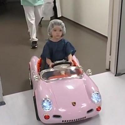 enfants bloc opératoire voiture électrique hôpital Valenciennes