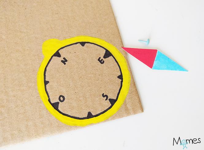 fabriquer une boussole en carton
