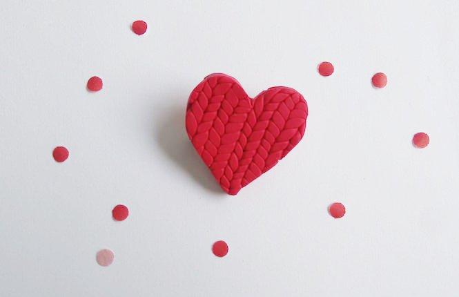 broche coeur effet tricot