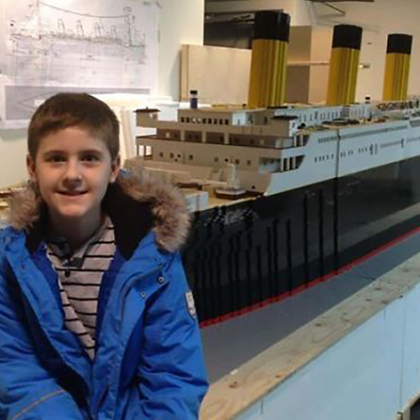 garçon 10 ans autiste reproduit titanic en lego