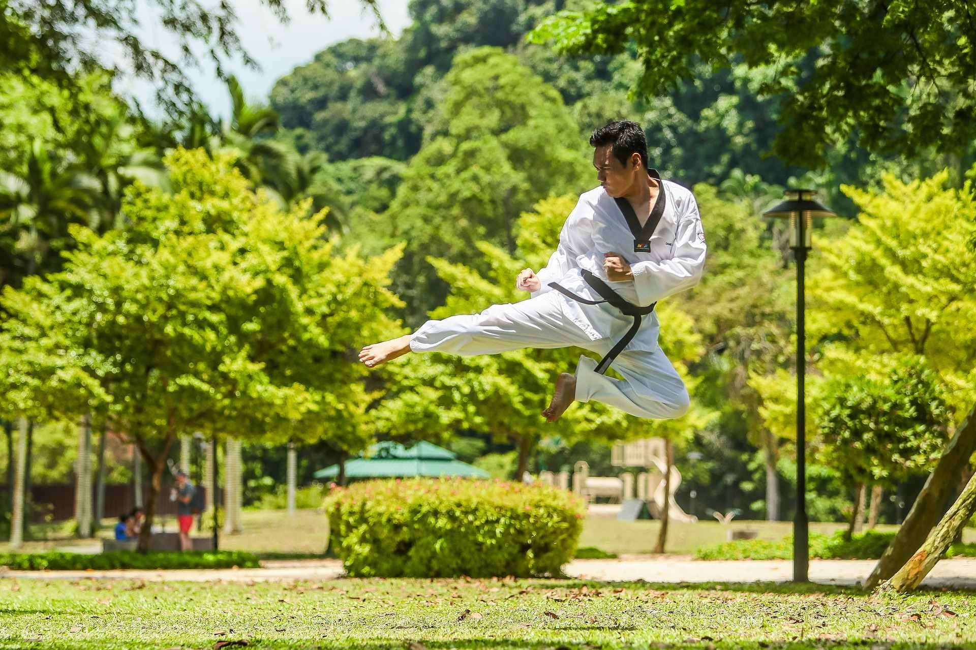 Chinois pratiquant le Kung-Fu