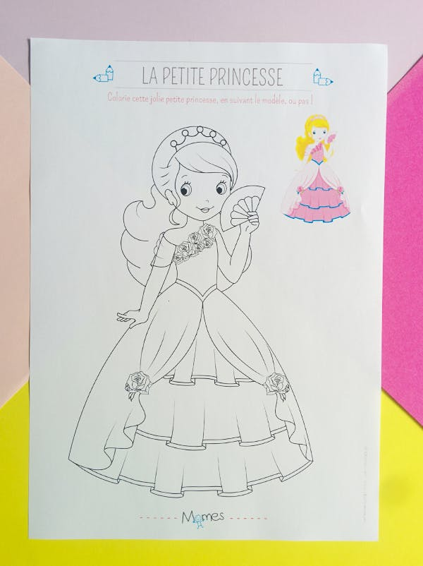 Coloriage Fille Avec Modele.Coloriage De Princesse Avec Modele Momes Net