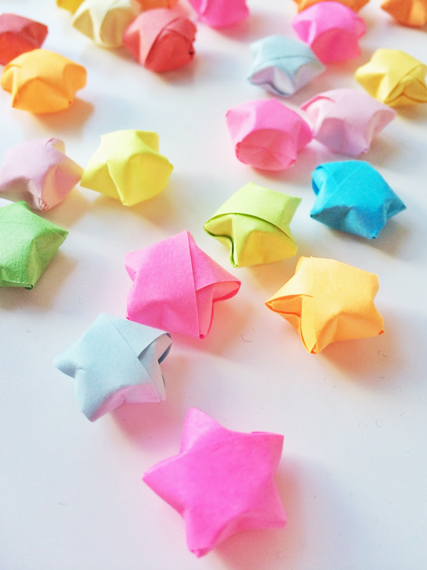 comment faire des toiles en origami lucky star. Black Bedroom Furniture Sets. Home Design Ideas