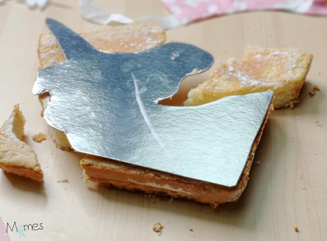 Découpage gâteau décoration licorne fin