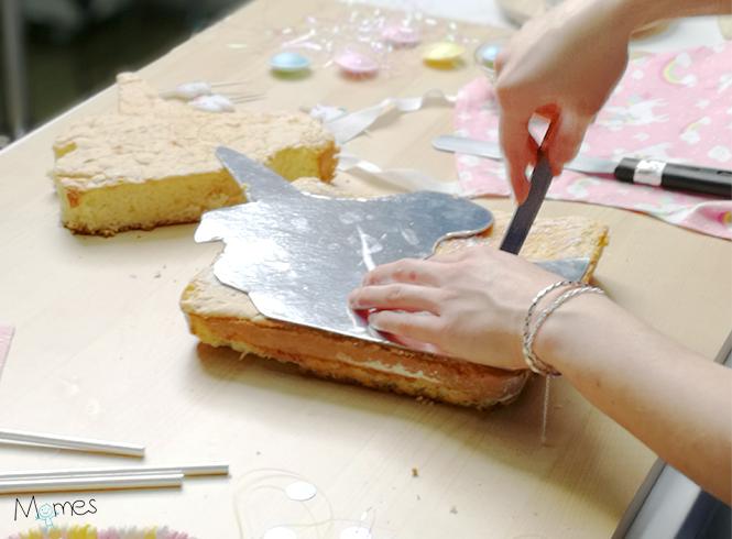 Découpage gâteau décoration licorne