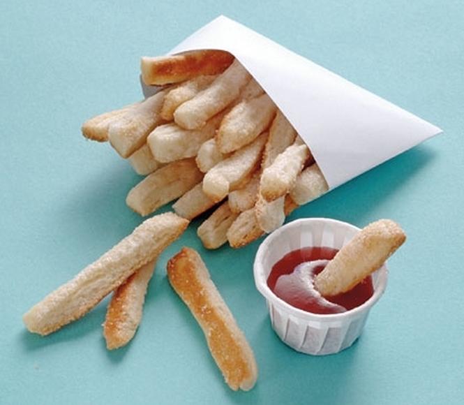 Des frites et du ketchup en trompe l'oeil
