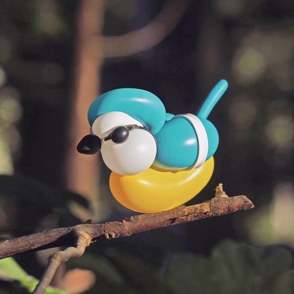 Des oiseaux-ballons sculptés dans la nature