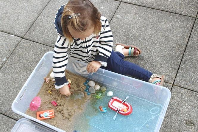 Fabriquer une mini-plage pour les jouets