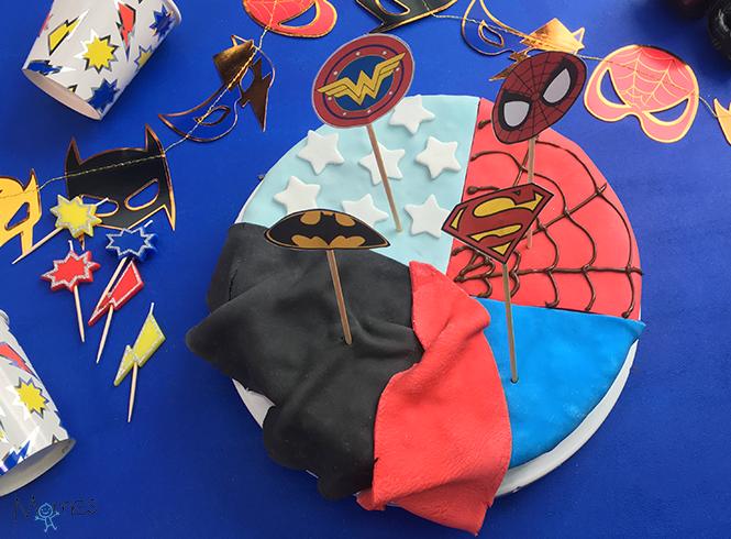 gâteau supers héros fini